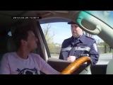 Украинский инспектор ГАИ обломал москвича